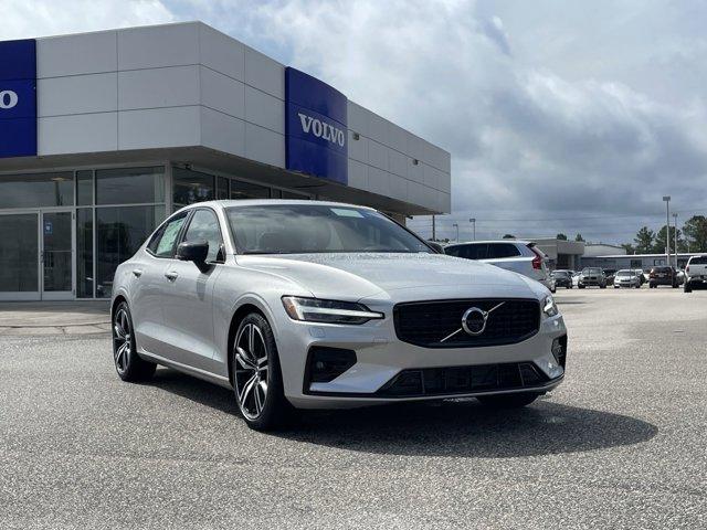 2022 Volvo S60 R-Design