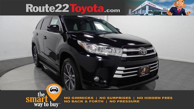 New 2019 Toyota Highlander in Hillside, NJ