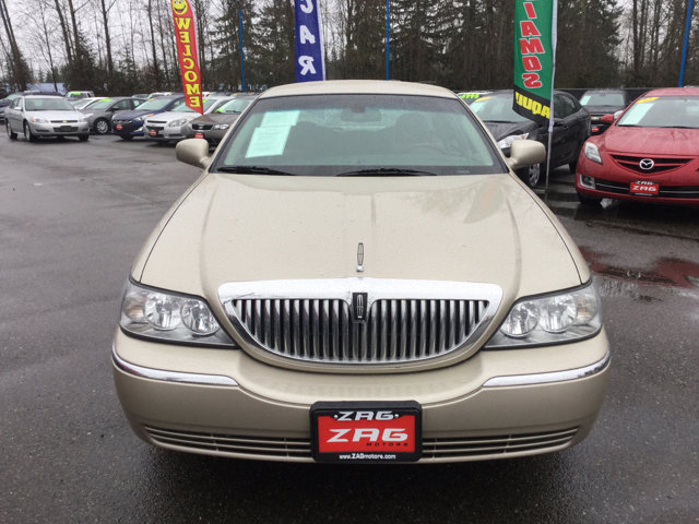 Used 2010 LINCOLN Town Car 4dr Sdn Signature Limited