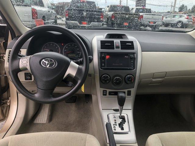 2013 Toyota Corolla 4dr Sdn Auto LE