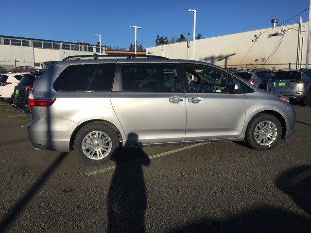 2017 Toyota Sienna XLE FWD 8-Passenger