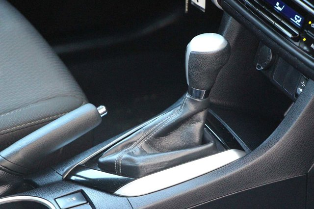 2018 Toyota Corolla LE 19