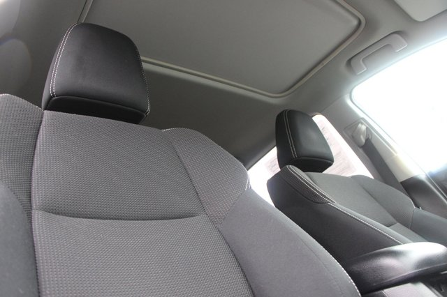 2018 Toyota RAV4 XLE 16