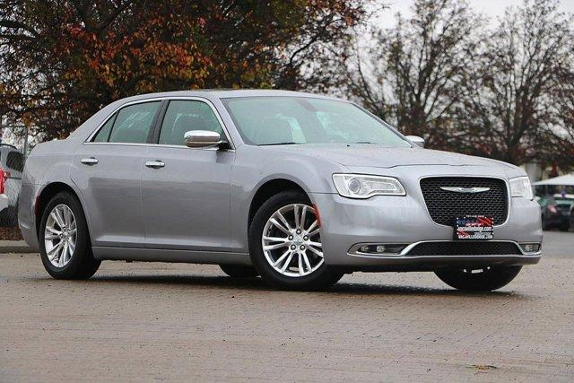 2016 Chrysler 300 300C 33