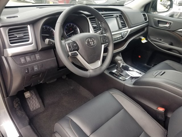 New 2019 Toyota Highlander Limited V6 FWD