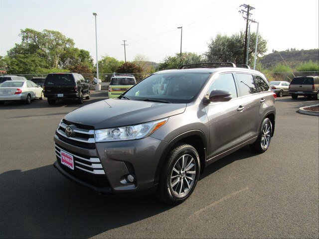 Used 2018 Toyota Highlander in The Dalles, OR