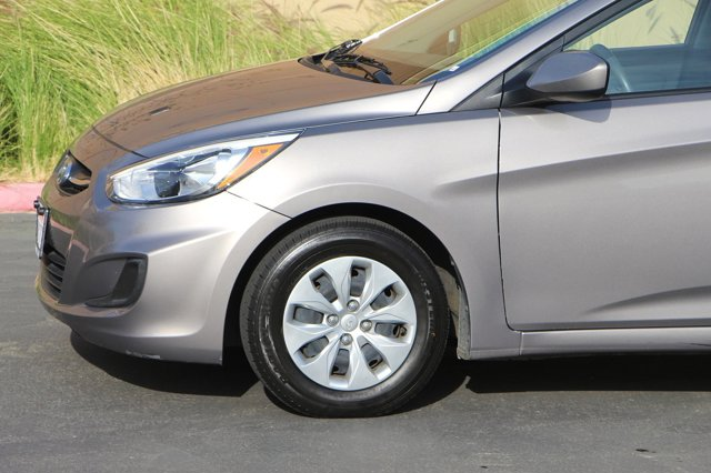 2017 Hyundai Accent SE 9