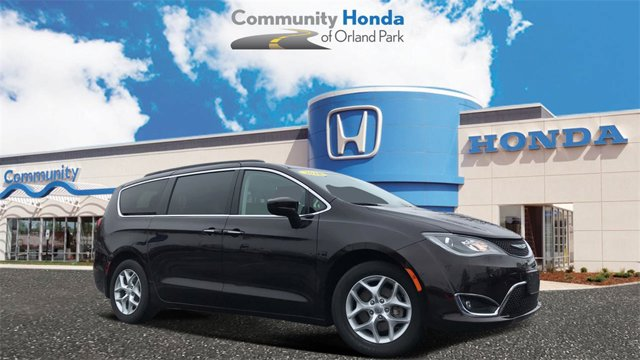 Used 2018 Chrysler Pacifica in Orland Park, IL