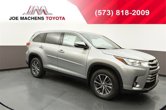 New 2019 Toyota Highlander in Columbia, MO