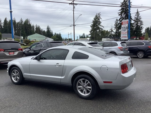 Used 2005 Ford Mustang 2dr Cpe Deluxe