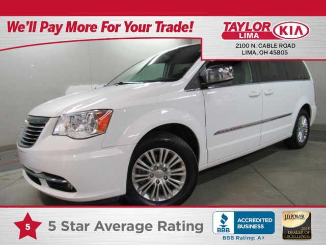2016 Chrysler Town & Country Touring-L photo