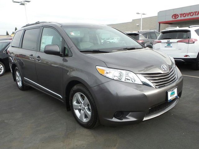 New 2017 Toyota Sienna in Yuba City, CA