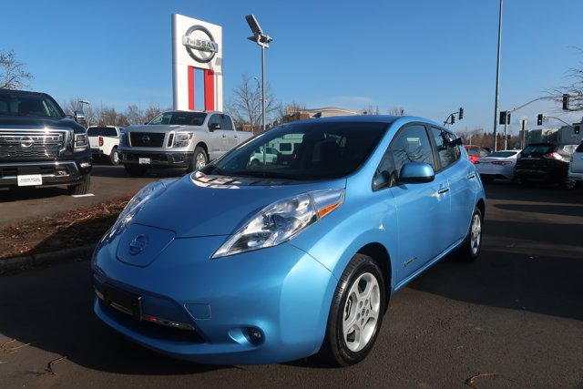 The 2013 Nissan LEAF SL photos