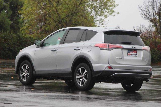 2018 Toyota RAV4 XLE 6