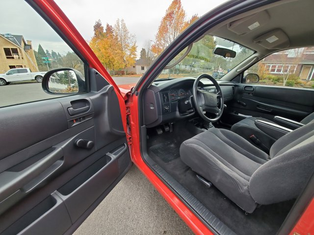 Used 2004 Dodge Dakota 2dr Club Cab 131 WB 4WD Base