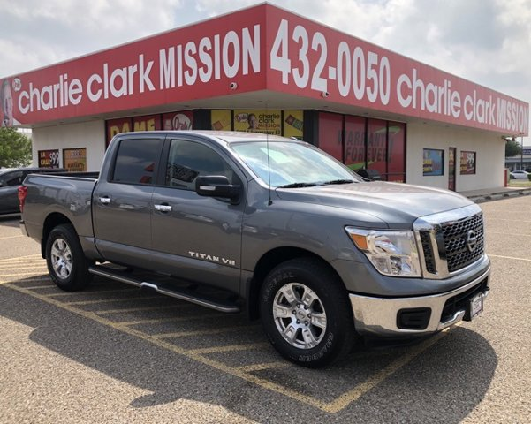 2018 Nissan Titan SV 4x4 Crew Cab SV Regular Unleaded V-8 5.6 L/339 [17]