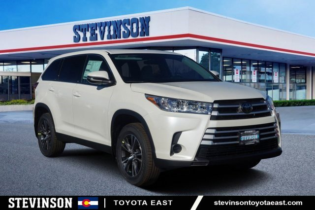 New 2019 Toyota Highlander in Aurora, CO