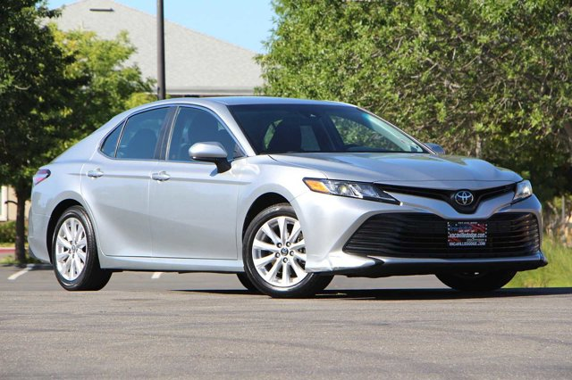 2018 Toyota Camry LE 32