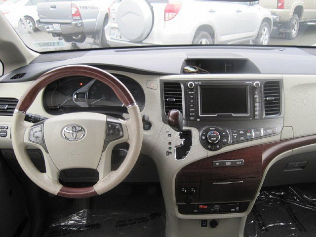 Used 2014 Toyota Sienna 5dr 7-Pass Van V6 Ltd AWD
