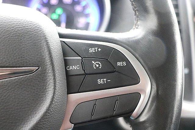 2016 Chrysler 300 300C 26