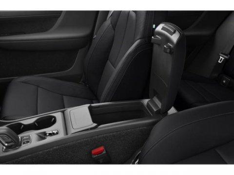 Used 2019 Volvo XC40 Momentum