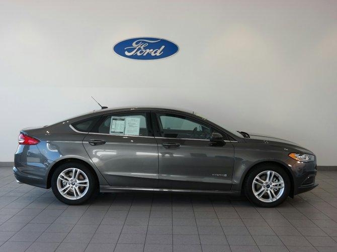 2018-Ford-Fusion-Hybrid-SE