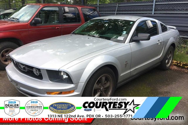 2006 Ford Mustang CD player Bumpers: body-color Bucket Seats