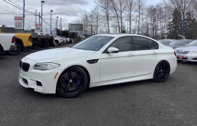 2013 BMW M5 4dr Sdn Back-Up Camera Auxiliary Audio Input