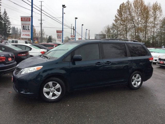 2012 Toyota Sienna Child Safety Locks CD Player Brake Assist