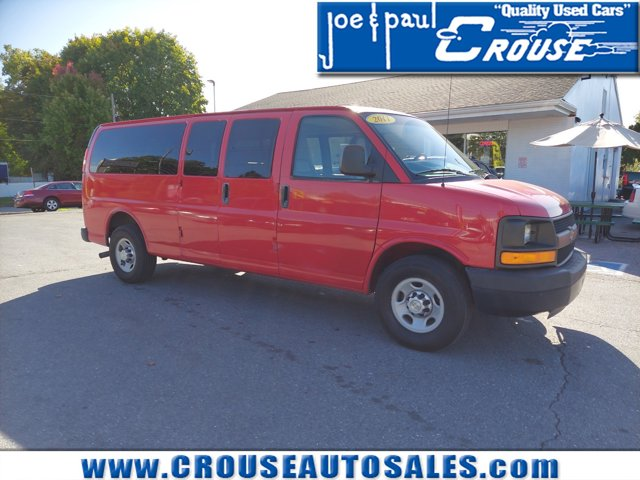 """2011 Chevrolet Express Passenger RWD 3500 155"""" 1LS VICTORY RED"""