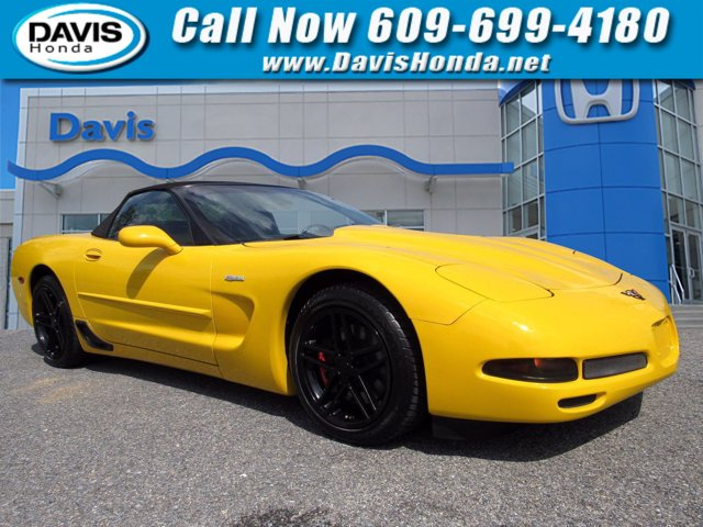 2001 Chevrolet Corvette 2dr Convertible MILLENIUM YELLOW