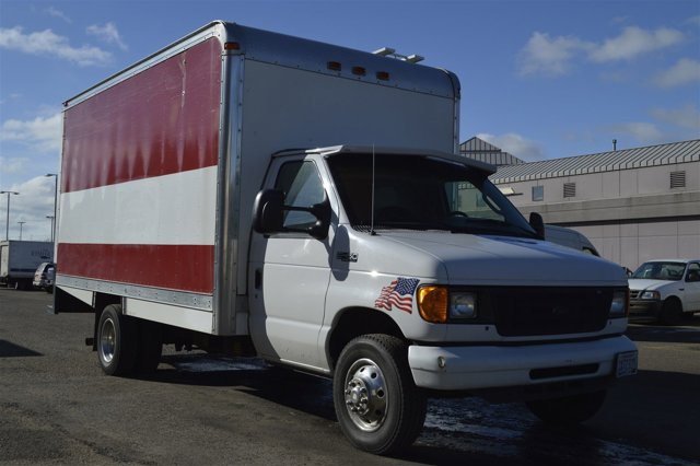 "2005 Ford Econoline Commercial Cutaway E-450 Super Duty 158"" WB"