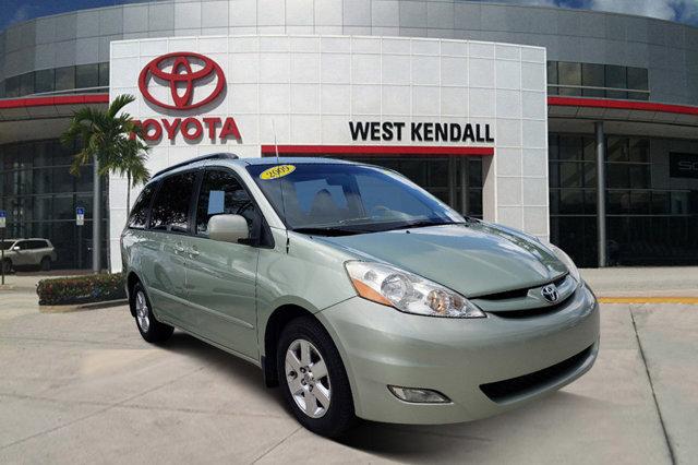 2009 Toyota Sienna CD Changer Brake Assist Bluetooth Connection