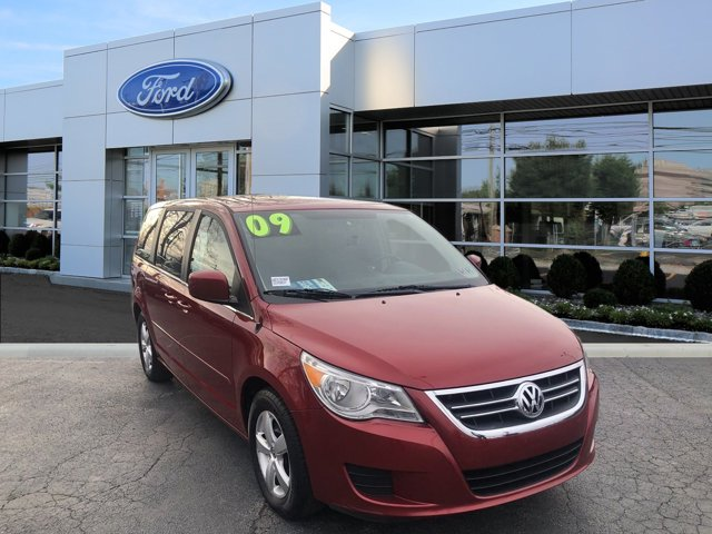 2009 Volkswagen Routan 4dr Wgn SE RED CD Player CD Changer