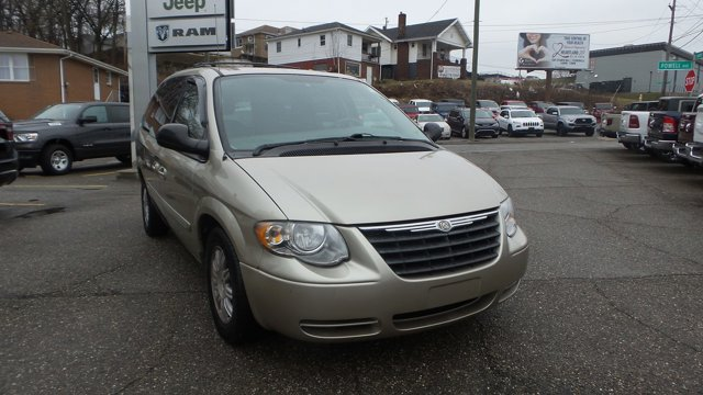 2006 Chrysler Town & Country LWB 4dr Touring TAN