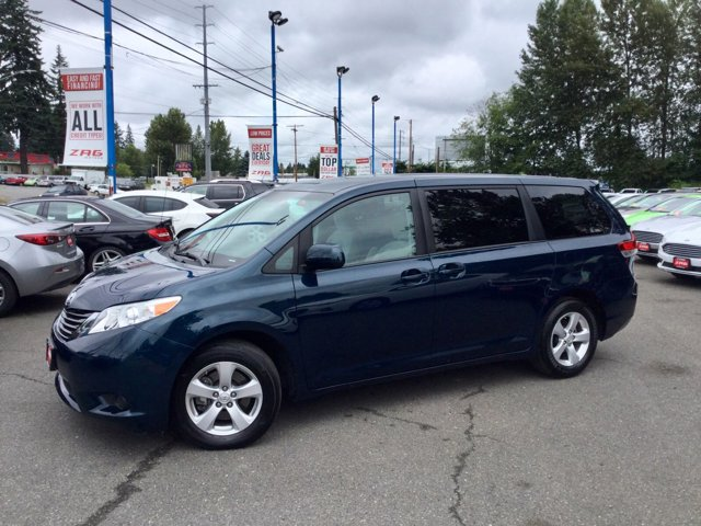 2011 Toyota Sienna 5dr 8-Pass Van I4 LE FWD SOUTH PACIFIC PEARL