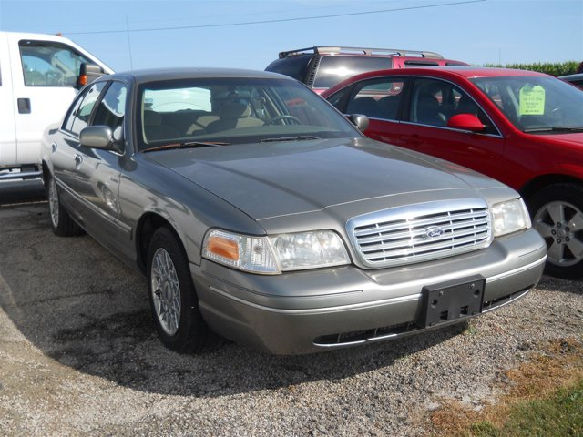 2002 Ford Crown Victoria 4dr Sdn Standard SILVER FROST METALLIC