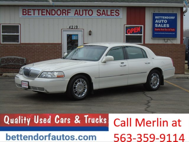 2006 Lincoln Town Car 4dr Sdn Signature Limited PEARL WHITE