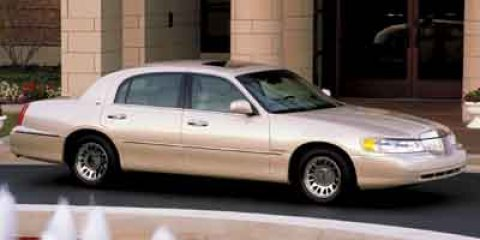 2002 Lincoln Town Car 4dr Sdn Executive LT PARCHMENT GOLD