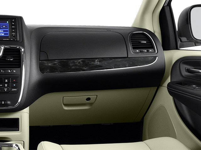 2014 Chrysler Town & Country Touring 17
